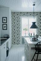 Bildnr.: 11017688<br/><b>Feature: 00790027 - Klare Kontraste</b><br/>Haus eines Fotografen in Gustafs, Schweden<br />living4media / Bj&#246;rnsdotter, Magdalena