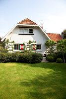 Bildnr.: 11006620<br/><b>Feature: 00790114 - Spiel der Kontraste</b><br/>A country house belonging to an interior designer, Niederlande<br />living4media / Claessens, Bieke