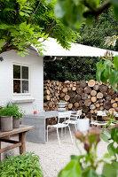 Bildnr.: 11006642<br/><b>Feature: 00790114 - Spiel der Kontraste</b><br/>A country house belonging to an interior designer, Niederlande<br />living4media / Claessens, Bieke