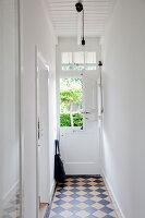 Bildnr.: 11006648<br/><b>Feature: 00790114 - Spiel der Kontraste</b><br/>A country house belonging to an interior designer, Niederlande<br />living4media / Claessens, Bieke