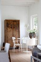 Bildnr.: 11006662<br/><b>Feature: 00790114 - Spiel der Kontraste</b><br/>A country house belonging to an interior designer, Niederlande<br />living4media / Claessens, Bieke