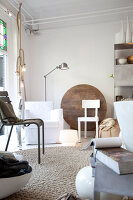 Bildnr.: 11006678<br/><b>Feature: 00790114 - Spiel der Kontraste</b><br/>A country house belonging to an interior designer, Niederlande<br />living4media / Claessens, Bieke