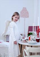 Bildnr.: 11074354<br/><b>Feature: 00790199 - Weihnachten in Wien</b><br/>Weihnachten ist ein Bastelfest f&#252;r die Familie M&#252;ller<br />living4media / Bauer, Christine