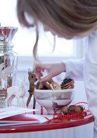 Bildnr.: 11074364<br/><b>Feature: 00790199 - Weihnachten in Wien</b><br/>Weihnachten ist ein Bastelfest f&#252;r die Familie M&#252;ller<br />living4media / Bauer, Christine