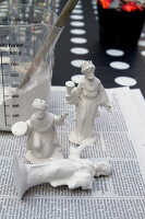 Bildno.: 11016672<br/><b>Feature: 00790224 - White Christmas</b><br/>Christmas decorations glazed with plaster<br />living4media / Serrarens, Olga