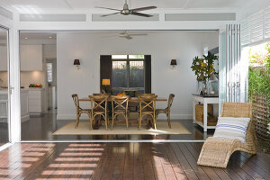 Bildno.: 11018604<br/><b>Feature: 11018591 - Relaxed but stylish</b><br/>Hamptons style beach house near Palm Beach<br />living4media / Bayside