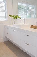 Bildno.: 11018608<br/><b>Feature: 11018591 - Relaxed but stylish</b><br/>Hamptons style beach house near Palm Beach<br />living4media / Bayside