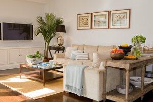 Bildno.: 11018638<br/><b>Feature: 11018591 - Relaxed but stylish</b><br/>Hamptons style beach house near Palm Beach<br />living4media / Bayside