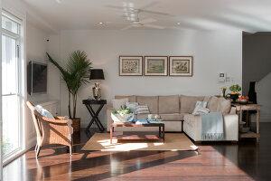 Bildno.: 11018640<br/><b>Feature: 11018591 - Relaxed but stylish</b><br/>Hamptons style beach house near Palm Beach<br />living4media / Bayside