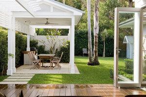 Bildno.: 11018650<br/><b>Feature: 11018591 - Relaxed but stylish</b><br/>Hamptons style beach house near Palm Beach<br />living4media / Bayside