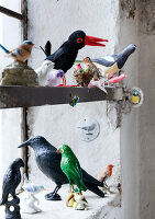 Bildno.: 11032564<br/><b>Feature: 11032550 - Bird hunt</b><br/>Decorations with birds<br />living4media / Bauer, Christine