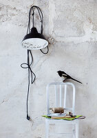 Bildno.: 11032568<br/><b>Feature: 11032550 - Bird hunt</b><br/>Decorations with birds<br />living4media / Bauer, Christine