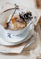 Bildnr.: 11032644<br/><b>Feature: 11032638 - Vintage Christmas</b><br/>Vintage-Weihnachts-Dekorationen<br />living4media / Bauer, Christine