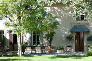 Bildno.: 11061542<br/><b>Feature: 11061397 - New Aristocracy</b><br/>Elegantly furnished home in downtown G&#233;n&#233;rac<br />living4media / Madamour, Christophe