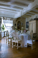 Bildno.: 11062062<br/><b>Feature: 11061984 - A Passion for Patina</b><br/>Charming home decorated in &#39;shabby-chic&#39; in the Loire<br />living4media / Madamour, Christophe