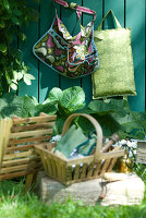 Bildno.: 11065722<br/><b>Feature: 11065719 - Green zones</b><br/>Decorating ideas for the spring garden<br />living4media / Manduzio, Matteo