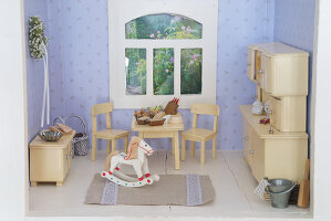 Bildno.: 11090092<br/><b>Feature: 11090073 - It's a Doll's World</b><br/>Teatime in Stepahnie Rathjens' dollhouse<br />living4media / Bannick, Sonja