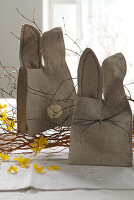 Bildno.: 11104454<br/><b>Feature: 11104439 - Yellow is Easter</b><br/>Sunny decorations and golden bunnies<br />living4media / Manduzio, Matteo