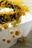 Bildno.: 11104456<br/><b>Feature: 11104439 - Yellow is Easter</b><br/>Sunny decorations and golden bunnies<br />living4media / Manduzio, Matteo