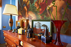Bildno.: 11109966<br/><b>Feature: 11109939 - House of Wonders</b><br/>Art and art objects cover nearly every surface of this gallerist&#39;s home in Rome<br />living4media / Bressan e Trentani