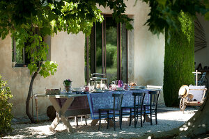 Bildno.: 11136464<br/><b>Feature: 11136451 - Bastide La Garance</b><br/>B &amp; B in beautiful Provence<br />living4media / Madamour, Christophe
