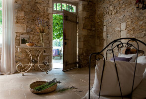 Bildno.: 11136556<br/><b>Feature: 11136451 - Bastide La Garance</b><br/>B &amp; B in beautiful Provence<br />living4media / Madamour, Christophe