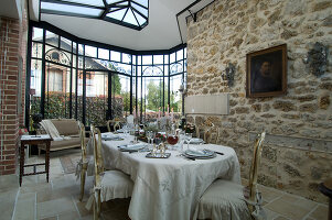 Bildno.: 11136706<br/><b>Feature: 11136666 - Champagne for Breakfast</b><br/>A decorator's home in the Marne region of Champagne<br />living4media / Madamour, Christophe