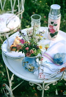 Bildno.: 11146864<br/><b>Feature: 11146859 - Romantic Picnic</b><br/>Enjoy summer with a picnic in the park<br />living4media / Bauer, Christine