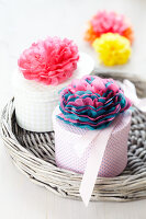 Bildno.: 11149538<br/><b>Feature: 11149518 - Pompom Pleasures</b><br/>Decorate with pompoms for a fun look that fits to every decor<br />living4media / Taube, Franziska