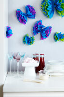 Bildno.: 11149546<br/><b>Feature: 11149518 - Pompom Pleasures</b><br/>Decorate with pompoms for a fun look that fits to every decor<br />living4media / Taube, Franziska