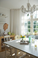 Bildno.: 11153582<br/><b>Feature: 11153570 - Cosy Country</b><br/>Pastel colours and country charm in kitchen dining area<br />living4media / Heinze, Winfried
