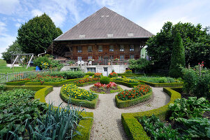 Bildno.: 11156054<br/><b>Feature: 11156046 - A Vision of Versailles</b><br/>French-style garden in Emmental, Switzerland<br />living4media / Hug, Karl-Heinz