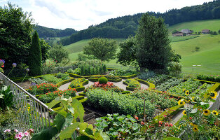 Bildno.: 11156072<br/><b>Feature: 11156046 - A Vision of Versailles</b><br/>French-style garden in Emmental, Switzerland<br />living4media / Hug, Karl-Heinz