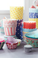 Bildno.: 11182950<br/><b>Feature: 11182929 - Party Fun</b><br/>Decorating ideas using cup cake tin liners<br />living4media / Taube, Franziska