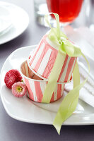 Bildno.: 11182958<br/><b>Feature: 11182929 - Party Fun</b><br/>Decorating ideas using cup cake tin liners<br />living4media / Taube, Franziska