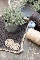 Bildno.: 11195064<br/><b>Feature: 11195046 - Sackcloth and String</b><br/>Great things for the garden made of simple materials<br />living4media / Raider, Peter
