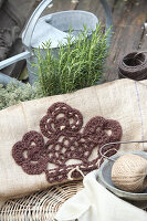 Bildno.: 11195066<br/><b>Feature: 11195046 - Sackcloth and String</b><br/>Great things for the garden made of simple materials<br />living4media / Raider, Peter