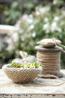 Bildno.: 11195072<br/><b>Feature: 11195046 - Sackcloth and String</b><br/>Great things for the garden made of simple materials<br />living4media / Raider, Peter