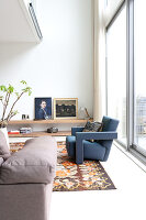 Bildno.: 11197158<br/><b>Feature: 11197151 - Amsterdam and Beyond</b><br/>Amsterdam apartment furnished with design classics and contemporary pieces<br />living4media / de Leeuw, Anna