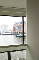 Bildno.: 11197176<br/><b>Feature: 11197151 - Amsterdam and Beyond</b><br/>Amsterdam apartment furnished with design classics and contemporary pieces<br />living4media / de Leeuw, Anna