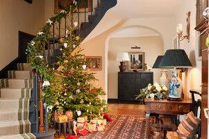 Bildnr.: 11216236<br/><b>Feature: 11216227 - Wo Weihnachten wohnt</b><br/>Klassisch dekoriertes Landhaus in Nottinghamshire, England<br />living4media / von Einsiedel, Andreas