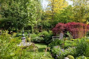 Bildno.: 11223682<br/><b>Feature: 11223659 - Green and Grand</b><br/>Romantic garden in Limburg, Belgium<br />living4media / Pietrek, Sibylle