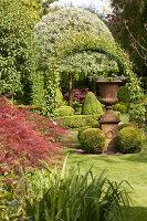 Bildno.: 11223684<br/><b>Feature: 11223659 - Green and Grand</b><br/>Romantic garden in Limburg, Belgium<br />living4media / Pietrek, Sibylle