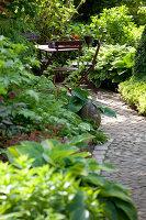 Bildno.: 11223688<br/><b>Feature: 11223659 - Green and Grand</b><br/>Romantic garden in Limburg, Belgium<br />living4media / Pietrek, Sibylle