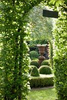 Bildno.: 11223706<br/><b>Feature: 11223659 - Green and Grand</b><br/>Romantic garden in Limburg, Belgium<br />living4media / Pietrek, Sibylle