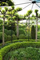 Bildnr.: 11223720<br/><b>Feature: 11223710 - Formvollendet</b><br/>Heerenhof, ein idyllischer Garten in Maastricht<br />living4media / Pietrek, Sibylle