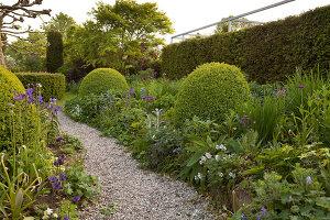 Bildnr.: 11223726<br/><b>Feature: 11223710 - Formvollendet</b><br/>Heerenhof, ein idyllischer Garten in Maastricht<br />living4media / Pietrek, Sibylle