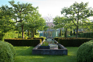 Bildnr.: 11223732<br/><b>Feature: 11223710 - Formvollendet</b><br/>Heerenhof, ein idyllischer Garten in Maastricht<br />living4media / Pietrek, Sibylle