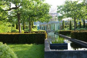 Bildnr.: 11223734<br/><b>Feature: 11223710 - Formvollendet</b><br/>Heerenhof, ein idyllischer Garten in Maastricht<br />living4media / Pietrek, Sibylle