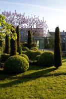 Bildnr.: 11223738<br/><b>Feature: 11223710 - Formvollendet</b><br/>Heerenhof, ein idyllischer Garten in Maastricht<br />living4media / Pietrek, Sibylle